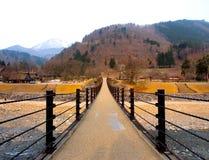 Il ponte a Shirakawa-va villaggio, Toyama, Giappone Immagine Stock
