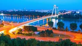 Il ponte sopra il Danubio nella città di Bratislava, Slovacchia Fotografie Stock Libere da Diritti