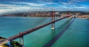 Il ponte sopra il fiume Immagine Stock