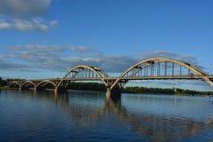 Il ponte sul fiume Volga a Rybinsk immagini stock