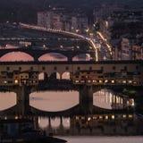 Il ponte Ponte Vecchio alla notte, Firenze Immagini Stock Libere da Diritti