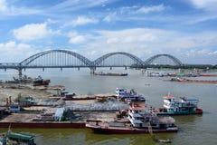 Il ponte Yadanabon di Irrawaddy mandalay myanmar fotografie stock