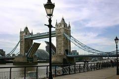 Il ponticello aperto della torretta - Londra - Inghilterra immagini stock