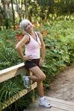 il ponticello copre l'allenamento diritto della donna della sosta Immagini Stock