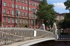 Il ponticello del leone in st - Pietroburgo Fotografie Stock Libere da Diritti