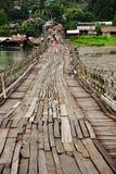 Il ponticello di legno più lungo in Tailandia immagine stock libera da diritti