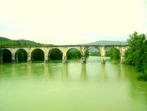 Il ponticello sopra il fiume Fotografia Stock Libera da Diritti