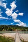Il ponticello sopra il fiume immagine stock libera da diritti