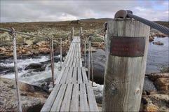 Il ponticello sopra un fiume, Hardangervidda, Norvegia Fotografia Stock Libera da Diritti