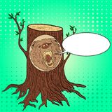 Il Pop art ha scolpito il ritratto di legno da un albero nell'imitazione di arte della foresta, bolla dell'orso del testo dell'il Fotografia Stock Libera da Diritti