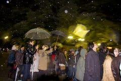 Il popolo giapponese di vigilia di nuovo anno prega il santuario del tempiale Fotografia Stock