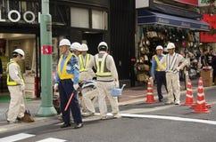 Il popolo giapponese nel funzionamento e nella riparazione del cantiere sorge Fotografia Stock
