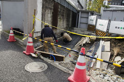 Il popolo giapponese nel funzionamento e nella riparazione del cantiere sorge Immagini Stock Libere da Diritti