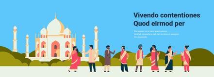 Il popolo indiano raggruppa la costruzione musulmana d'uso della moschea di paesaggio urbano dei vestiti dell'uomo di comunicazio illustrazione di stock