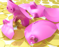 Il porcellino salvadanaio rotto mostra la crisi monetaria Fotografia Stock Libera da Diritti
