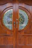 Il portello di legno del granulo copre il vetro macchiato Fotografia Stock Libera da Diritti