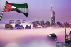 Il porticciolo del Dubai è coperto dalla nebbia di primo mattino nel Dubai, Emirati Arabi Uniti Immagine Stock Libera da Diritti