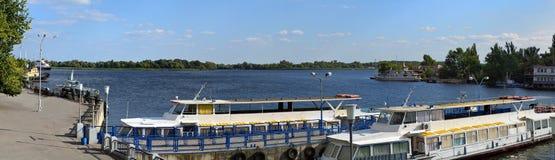 Il porto di Dnieper spedice il panorama immagine stock
