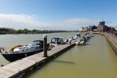 Il porto di Littlehampton con le barche ha attraccato dal molo fotografia stock libera da diritti