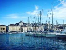 Il porto di Marsiglia e il Notre anziani Dame de la Garde Fotografia Stock