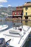 Il porto a Malcesine sulla polizia del lago, Italia del Nord. Immagine Stock Libera da Diritti