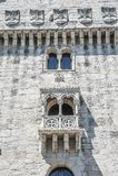 Il Portogallo, Lisbona, una fortificazione di costruzione fortificata sull'argine fotografia stock