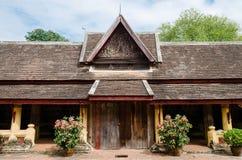 Il portone del portico antico di Wat Sisaket Monastery a Vientiane, Laos immagini stock libere da diritti