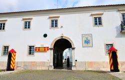 Il portone della pistola nelle sedi del reggimento di cavalleria nessun 3 - Draghi di Olivença fotografie stock