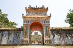 Il portone della tomba imperiale del Tu Duc fotografia stock libera da diritti