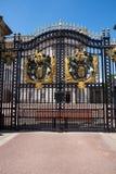 Il portone di Buckingham Palace Fotografie Stock Libere da Diritti