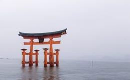Il portone di galleggiamento di Torii Fotografia Stock