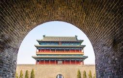 Il portone di Zhengyangmen a Pechino, Cina Fotografie Stock Libere da Diritti