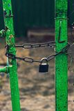 Il portone o la porta è chiuso immagine stock libera da diritti
