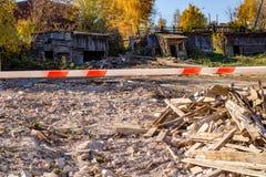 Il posto in cui la vecchia casa sulla via di Lenin 42 è stata demolita in Borovsk, Russia immagini stock libere da diritti