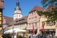 Il posto della chiesa con il comune ed il comune si elevano in Ettlingen Fotografie Stock