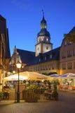 Il posto della chiesa con il comune ed il comune si elevano in Ettlingen Immagine Stock