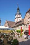 Il posto della chiesa con il comune ed il comune si elevano in Ettlingen Fotografia Stock