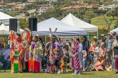 Il Powwow ai bluff di Malibu parcheggia in Malibu, la California immagini stock