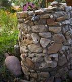 Il pozzo d'acqua di pietra Immagini Stock Libere da Diritti