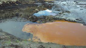 Il precedente rifiuto tossico dello scarico, natura di effetti da suolo contaminato ed acqua con i prodotti chimici e l'olio, amb archivi video