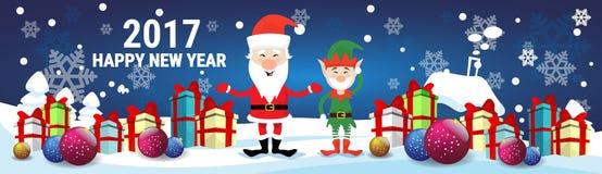 Il presente sorridente di festa di Santa Claus And Christmas Elf With inscatola il buon anno Immagini Stock