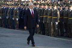 Il Presidente serbo B.Tadic osserva i nuovi ufficiali immagine stock libera da diritti