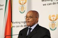Il Presidente sudafricano Jacob Zuma lecca i suoi orli Fotografie Stock Libere da Diritti