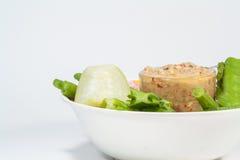 Il prik del nam di cucina o la pasta tailandese dei peperoncini rossi si mescola con il pesce fotografie stock