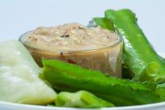 Il prik del nam di cucina o la pasta tailandese dei peperoncini rossi si mescola con il pesce immagine stock libera da diritti