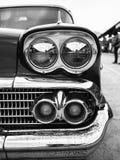 Il primo piano del faro e dell'automobile classica del segnale di giro, ha più dir Immagini Stock Libere da Diritti