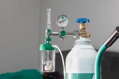 Il primo piano del misuratore di portata medico dell'ossigeno mostra l'ossigeno basso immagini stock libere da diritti