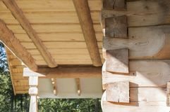 Il primo piano del soffitto delle plance di legno da desidera ardentemente la casa di ceppo Fotografie Stock Libere da Diritti