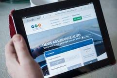 Il primo piano della donna passa sul Muttahida Majlis-E-Amal l'assicurazione francese per il Home Page online di citazione del si Immagine Stock