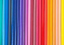 Il primo piano della matita colorata ha sistemato in una fila Fotografia Stock Libera da Diritti